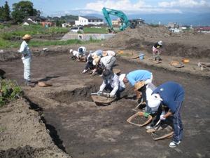 発掘体験 遺構の検出作業