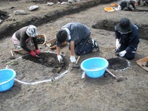 発掘体験 土坑の掘り下げ