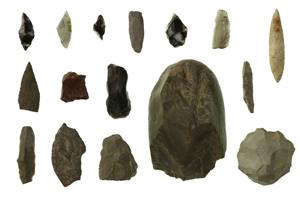 上ケ屋遺跡から出土した石器16個の写真です。