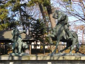 川中島古戦場史跡公園にある武田信玄と上杉謙信の一騎打ちの像の写真です。