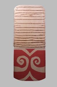 水内坐一元神社遺跡出土の木製楯のレプリカの写真です。