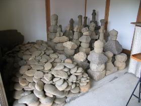 安養寺境内出土遺物群