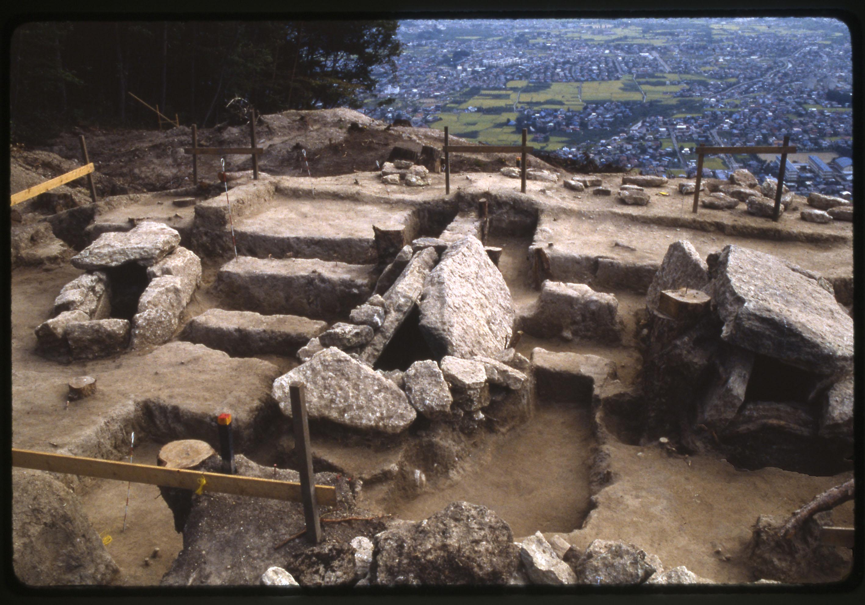 眼下に広がる広大な扇状地に、被葬者は何を想う…―地附山前方後円墳と上池ノ平古墳群